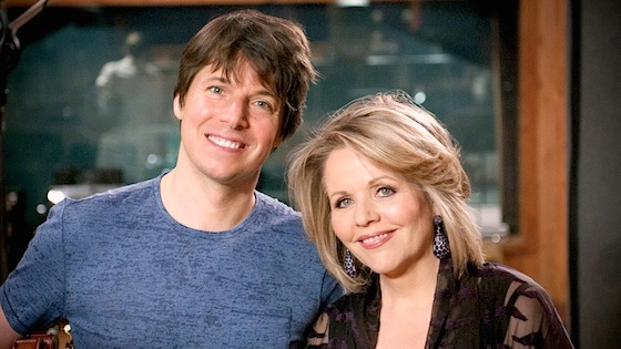 Interview with Violinist Joshua Bell: Musical Gifts for the Holidays