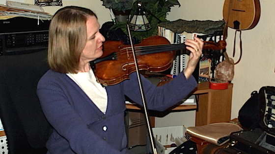 Laurie's Violin School: Two Simple Exercises for Playing with a Straight Bow