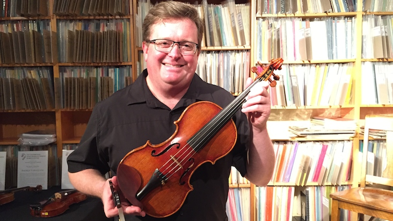 Martin Beaver Demonstrates 30 Modern Violins Made in Cremona