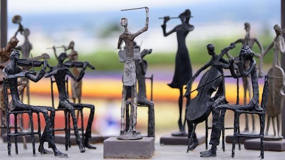 statue orchestra