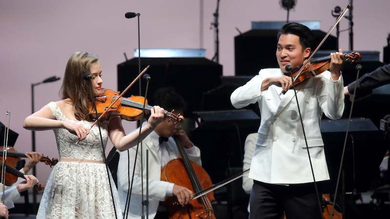 REVIEW: Violinist Laura Kukkonen, 18, Plays with Ray Chen and LA Phil at Hollywood Bowl