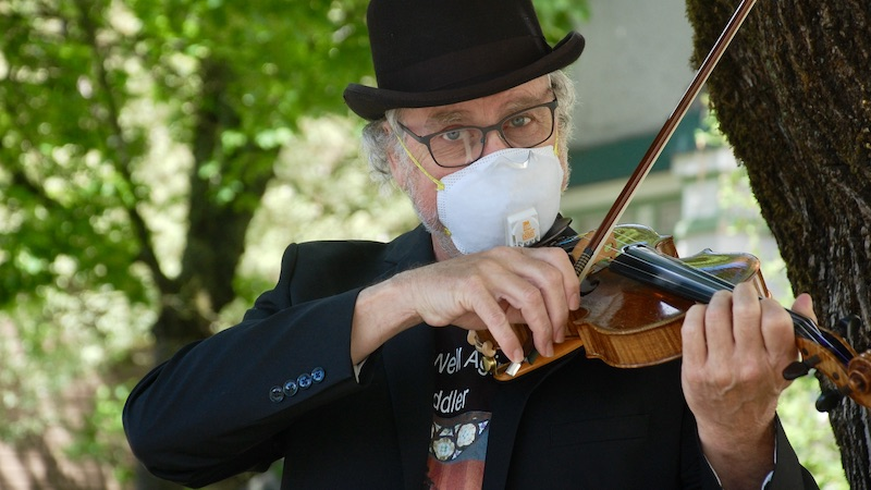 The Well Aging Fiddler: The Masked Fiddler Strikes (for fifteen minutes a time).