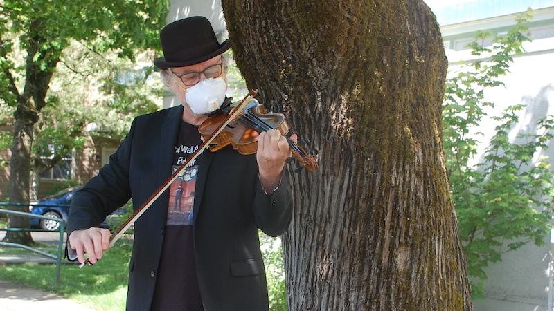 Well-Aging Fiddler