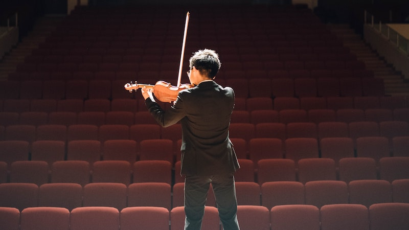 violinist playing to empty hall