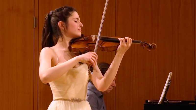 Violinist María Dueñas Wins First Prize in 2021 Menuhin Competition Senior Division