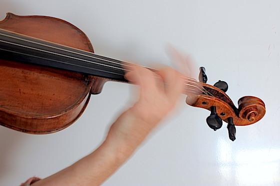 vibrato hand