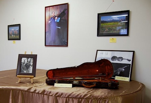 Dr. Suzuki's violin and piano
